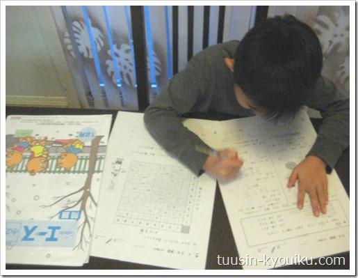 がんばる舎の小学エースで勉強中の2年生の男の子
